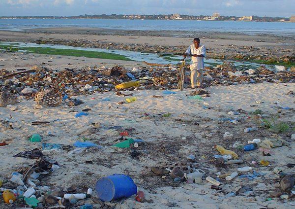 Beach_at_Msasani_Bay,_Dar_es_Salaam,_Tanzania-resize