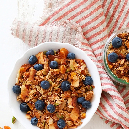 organic-coconut-pumpkin-granola-recipe-with-cinnamon